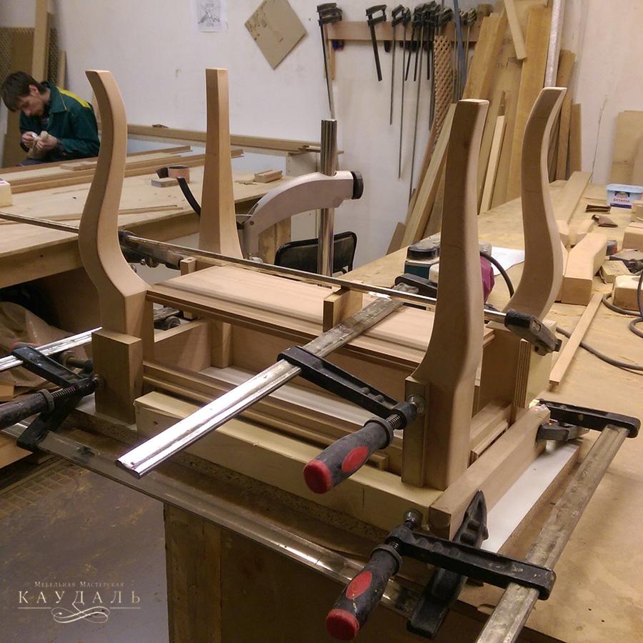 Склейка стола в мастерской