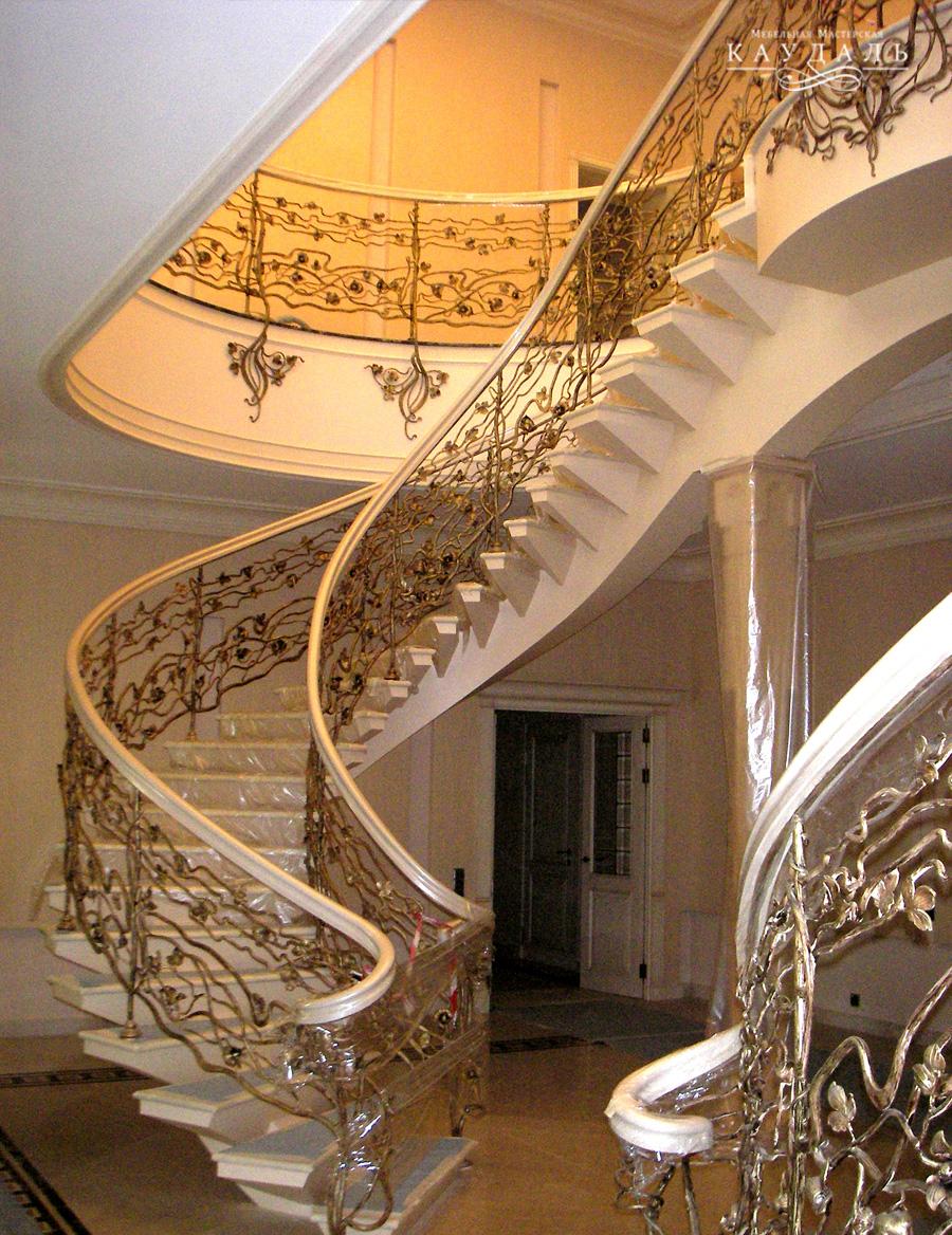 Лестница на заказ для дома.