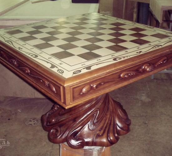 Резной шахматный стол из дуба.