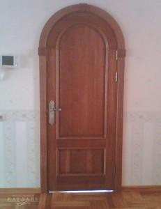 Сложные двери на заказ из массива