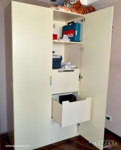Шкаф на заказ с распашными дверями