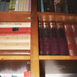 Стеллаж с полками для книг на заказ