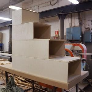 Лестница из ящиков из дерева