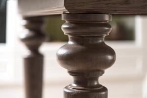 Стол из массива дуба на заказ с фигурными ножками