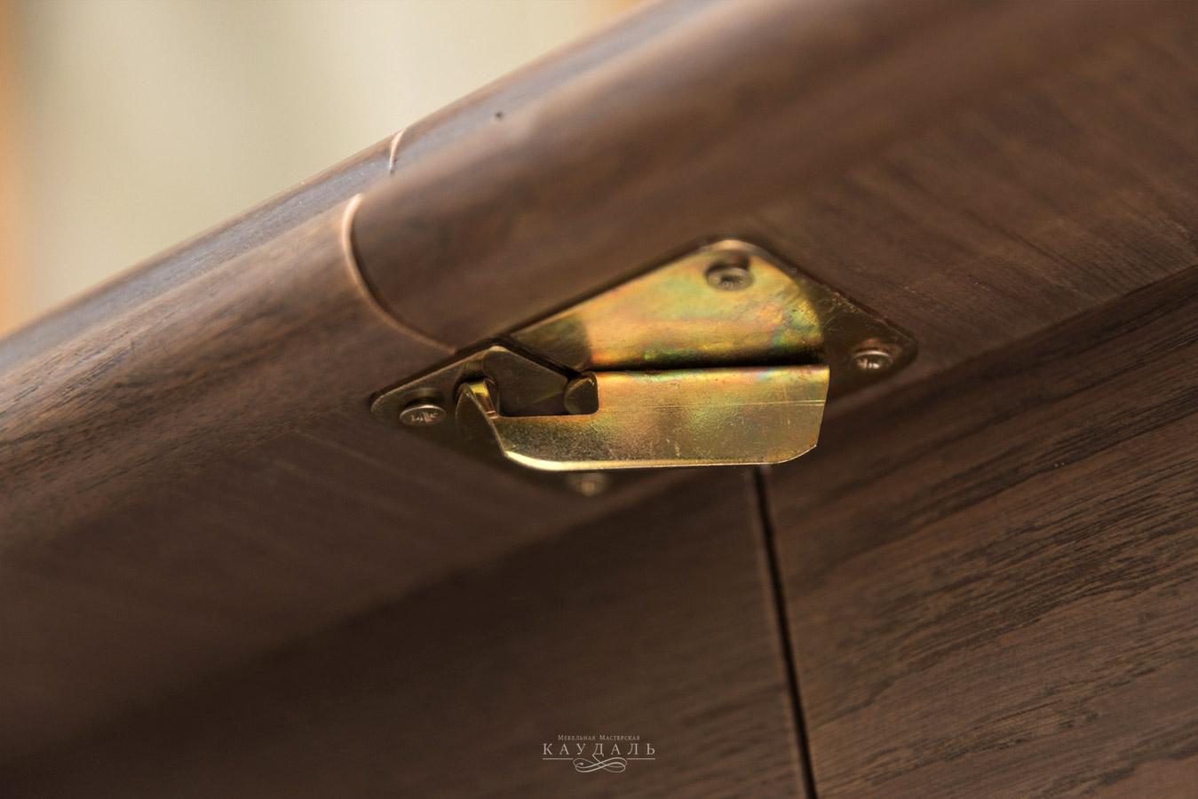 Стол раскладной с механизмом фиксации
