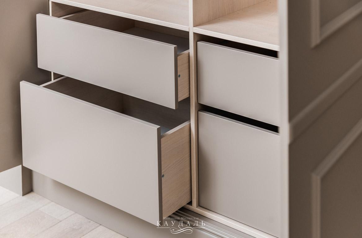 Удобный шкаф в гардеробную