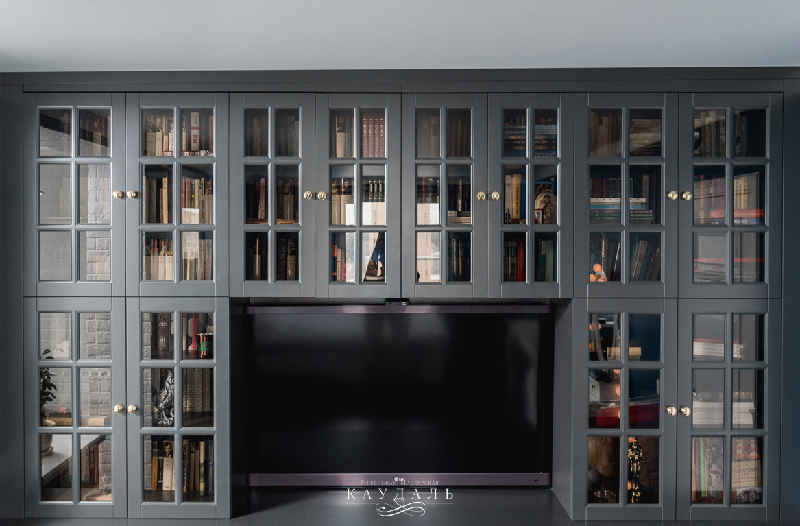 Шкаф с распашными дверцами со стеклом