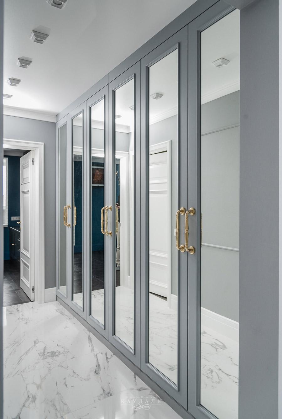 Шкаф с шестью дверями на заказ