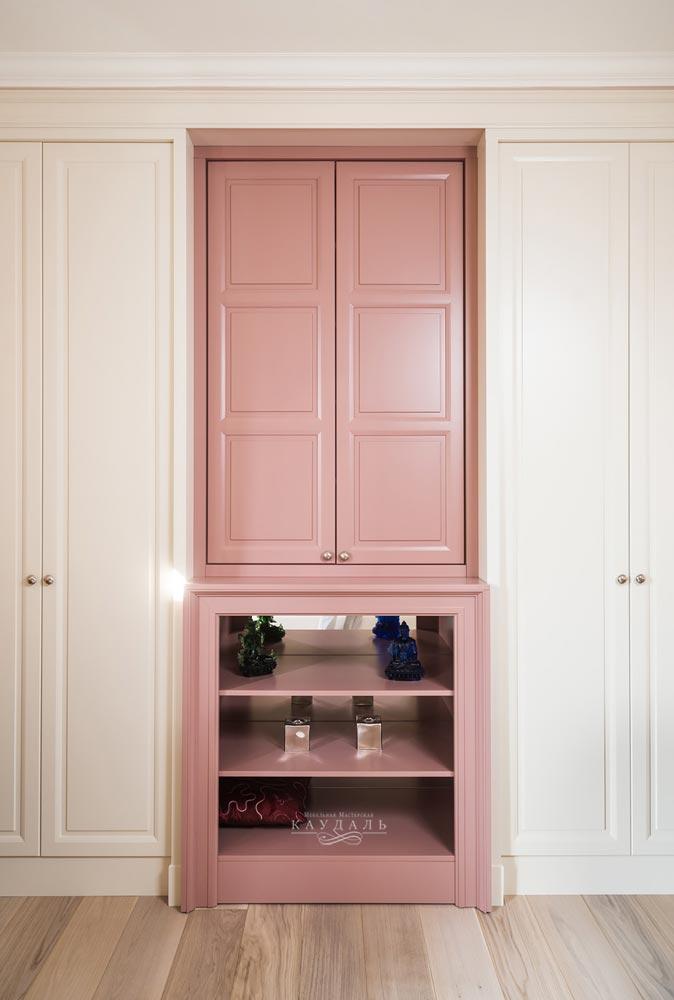 Большой шкаф в спальню в классическом стиле