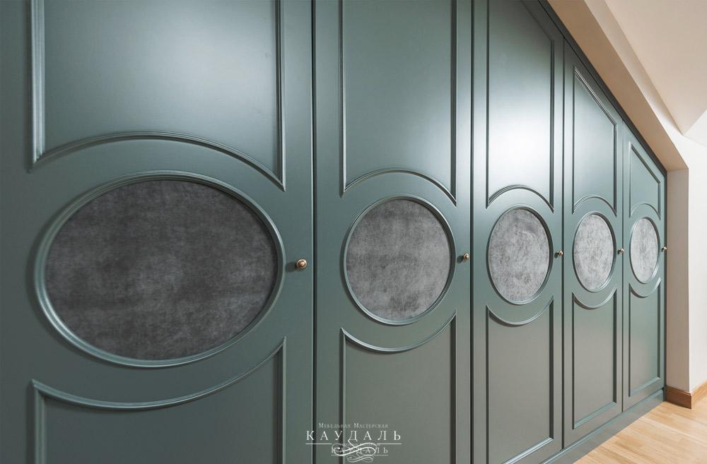 Необычный фасады для распашного шкафа на заказ