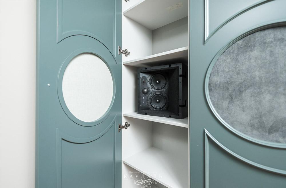 Шкаф для домашнего кинотеатра на заказ в Москве