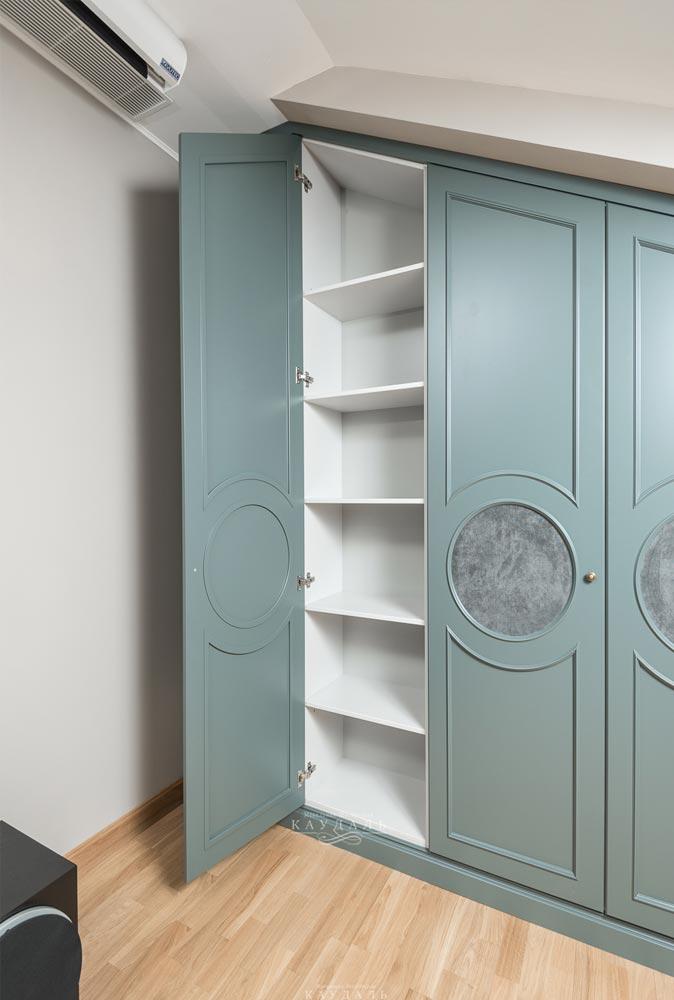 Встраиваемые шкафы с распашными дверьми на заказ в МОскве