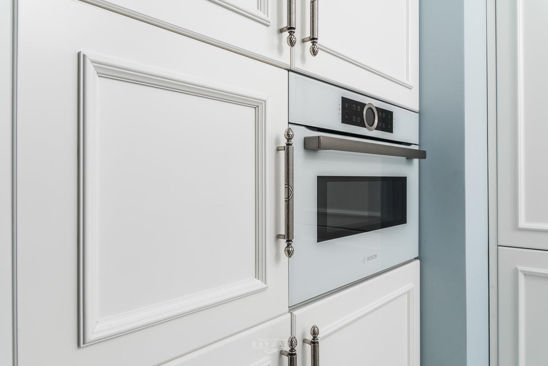 Фасады классической кухни для шкафа с бытовой техникой