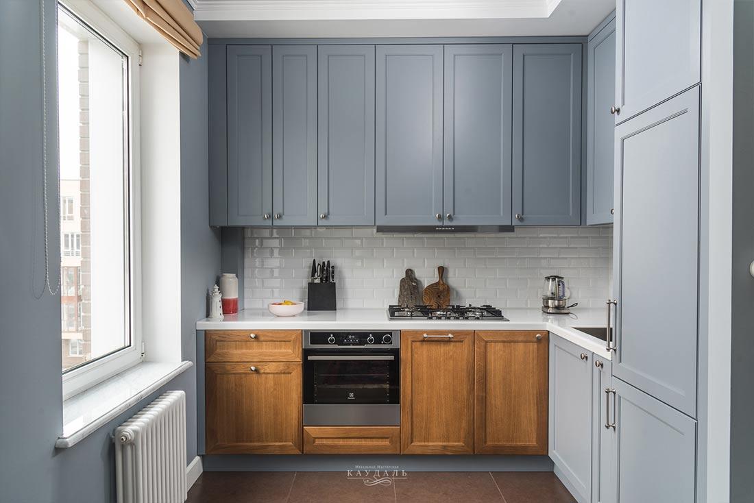 Реальные фото г-образной серой классической кухни