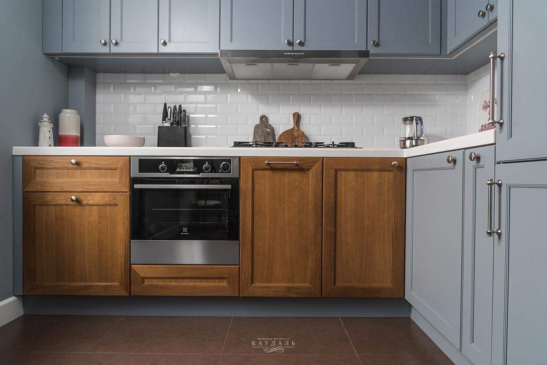 2 вида фасадов в одной кухне - эмаль и лак.