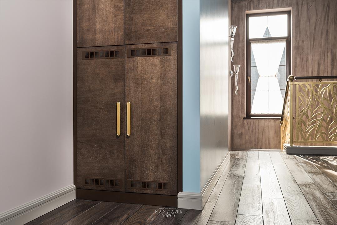 Шкаф узкий в нишу с распашными фасадами на заказ