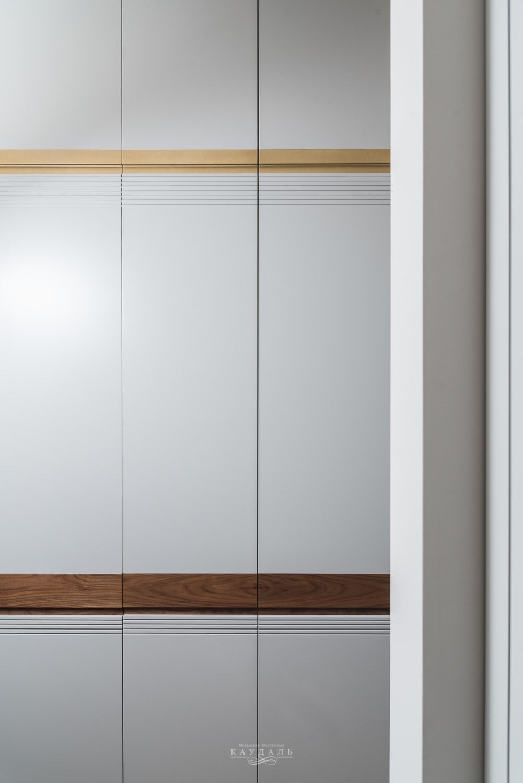 Шкаф к глухими гладкими фасадами - МДФ и эмаль