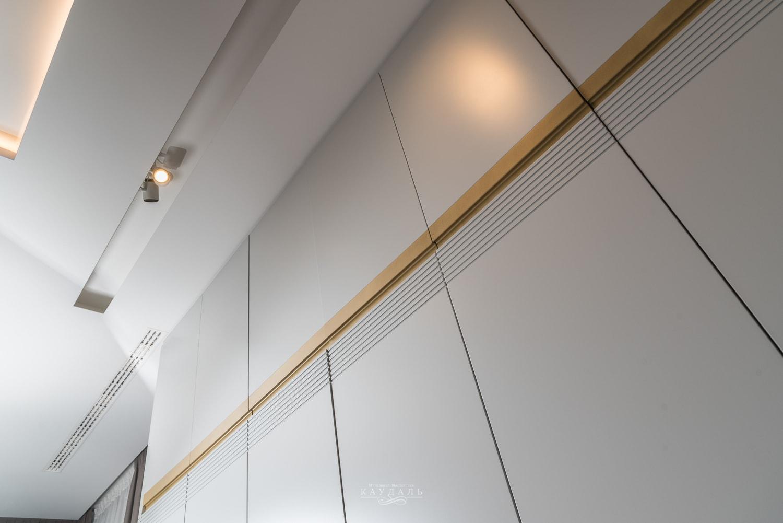 Фасады шкафа высотой 340 см.