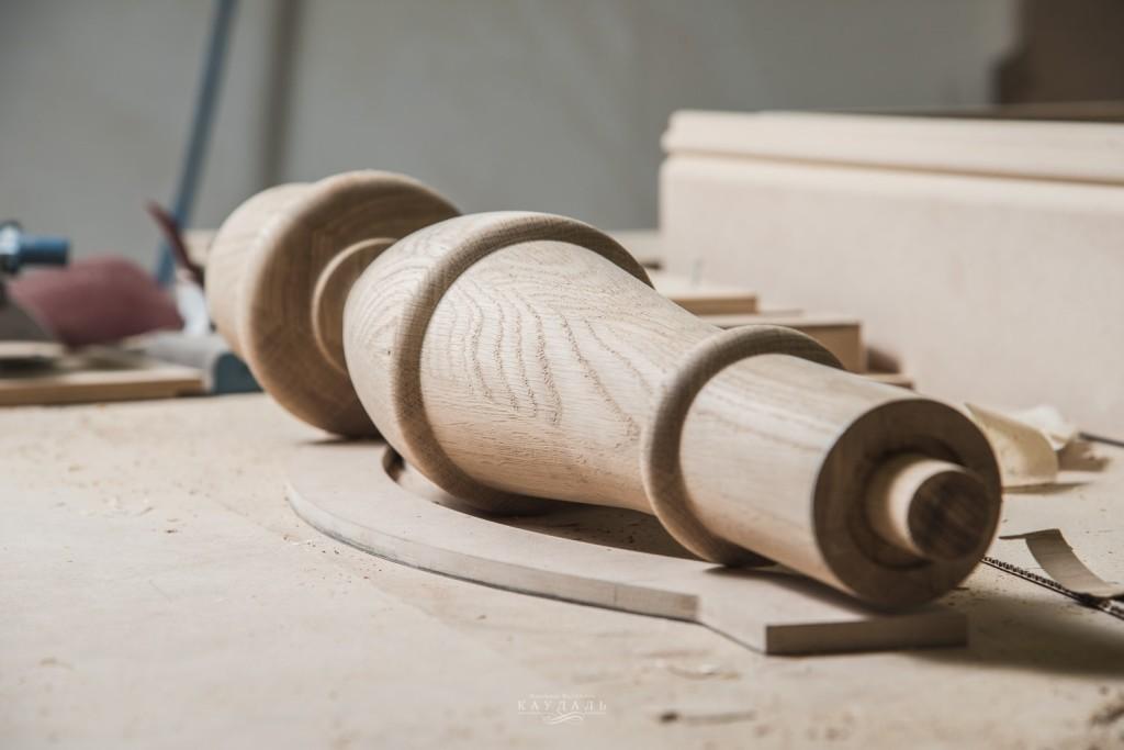 Балясина из массива дуб для обеденного  стола