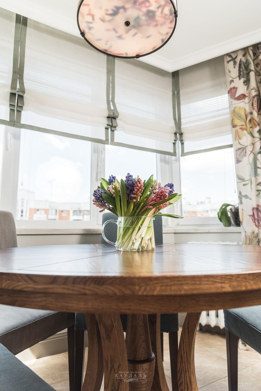Качественный круглый стол на заказ в Москве