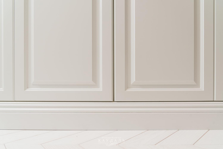 Пример хорошей установки белого шкафа