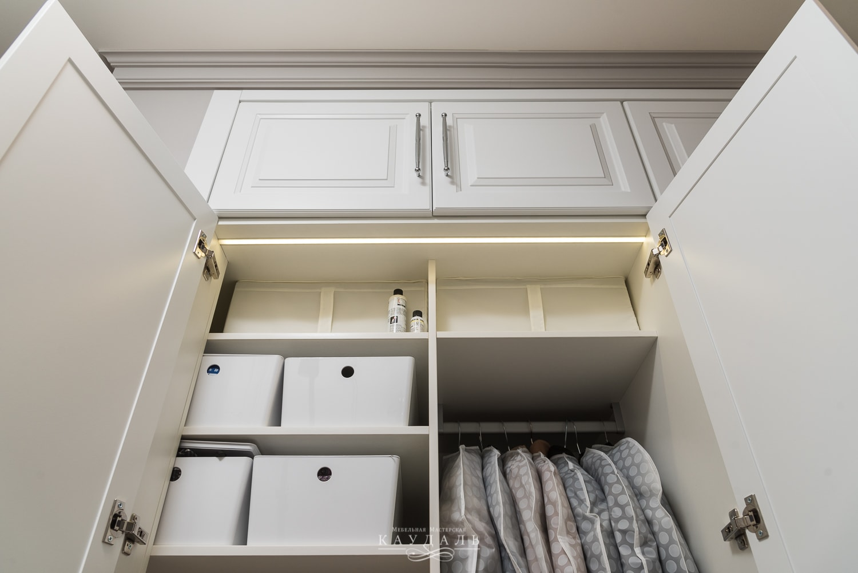 Стильный белый шкаф на заказ